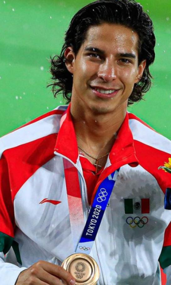 el-betis-felicito-a-sus-medallistas-olimpicos-diego-lainez-incluido-2